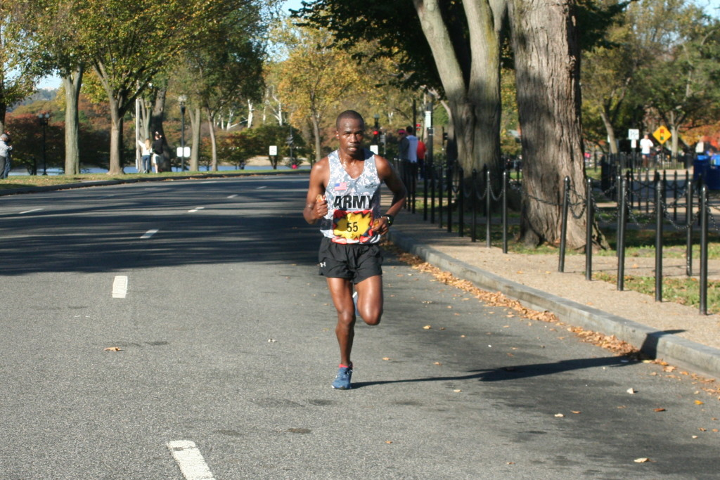Marine Corps Marathon winners make moves on the Mall ...