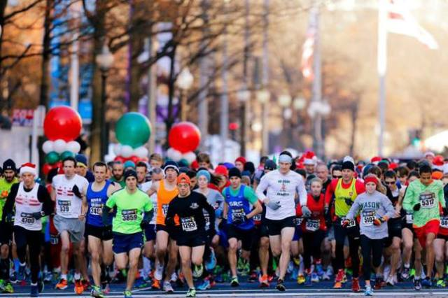 A warm day meant a lot of pairs of shorts on the starting line for the Jingle All the Way 5k. Photo: Swim Bike Run Photography
