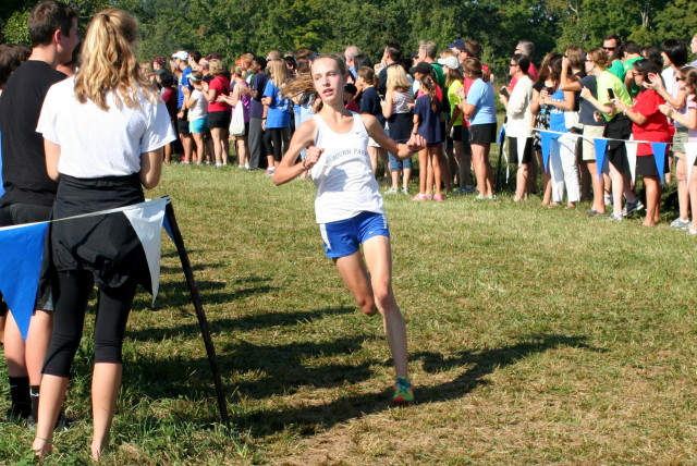 Danielle Bartholomew chases the lead pack roughly 1.5 miles through the Oatlands Invitational. Photo: Charlie Ban