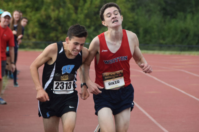 Walt Whitman's Aaron Bratt edged T.S.Wootton's John RIker for the DCXC Invitational sophomore class title. Photo: Charlie Ban